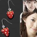 红色草莓镶钻耳环
